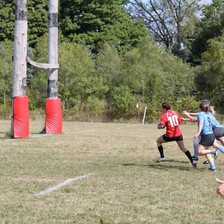 Wisconsin captain and flyhalf Meaghan White outraces her Scylla defenders on a breakaway run for a try.