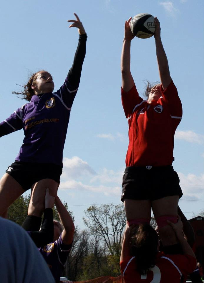 Now that's a pretty Wisconsin lineout! No. 8 and captain Mary Hanks flies up for the ball.