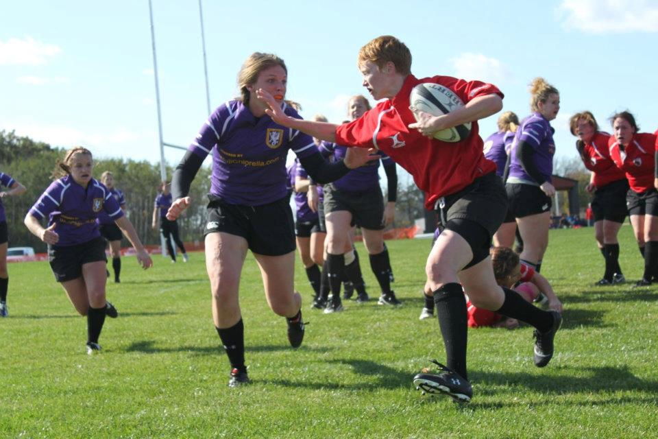 Wisconsin scrumhalf Jenn Johnson takes on Palmer's No. 8.